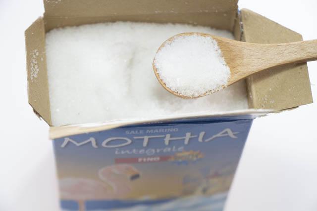シチリアのトラパニで天日干しで採取した無精製の天日塩 「モティア サーレ・インテグラーレ・フィーノ」