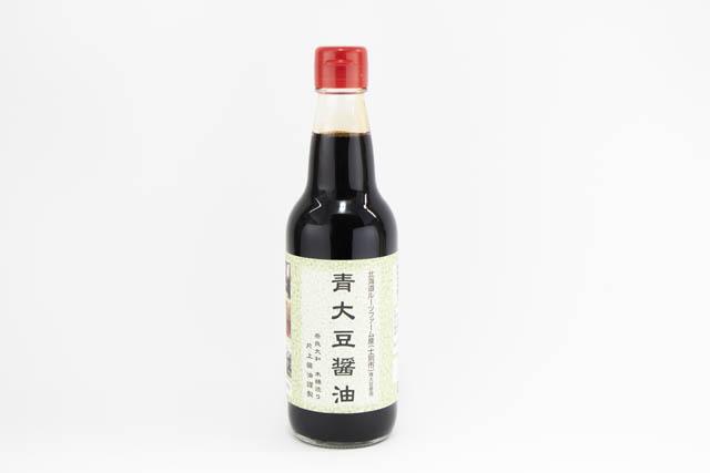 非常に希少な青大豆を原料に三年熟成で力強い旨みを引き出した「青大豆醤油」