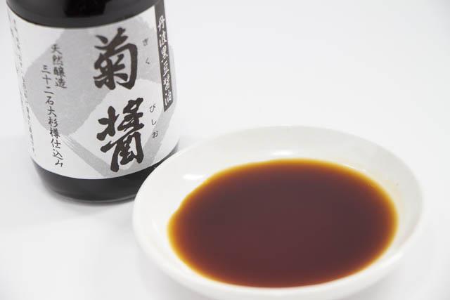 丹波の黒豆で仕込み杉樽でじっくり熟成して出来た醤油「菊醤(きくびしお)」