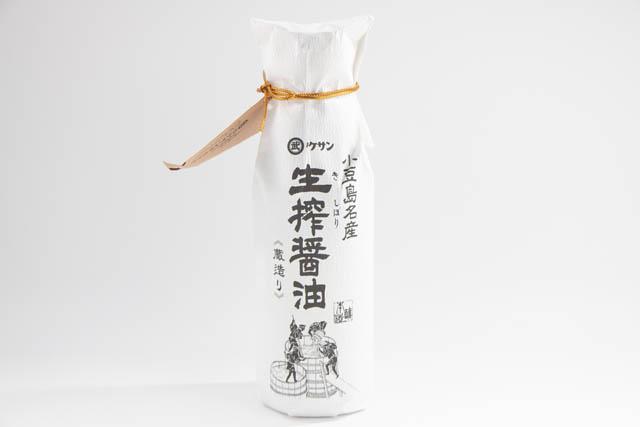 昔ながらの醤油蔵の杉桶(こが)の中で四季を通じてじっくりと天然醸造された醤油「小豆島名産 生搾醤油」